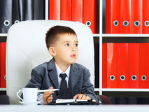 Petit homme d'affaires photos stock