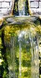 Petit mur de briques de cascade Images stock