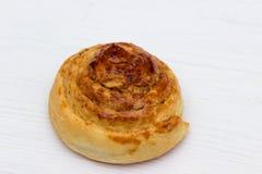 Petit pain avec de la cannelle Images stock