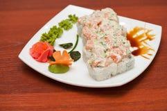 Petit pain avec de la sauce crème, poisson saumoné photo stock