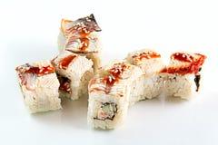 Petit pain avec l'anguille, les saumons et le concombre Images stock