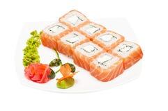Petit pain avec le fromage fondu et les saumons photos stock