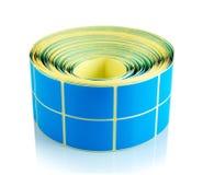 Petit pain bleu de label d'isolement sur le fond blanc avec la réflexion d'ombre Bobine de couleur des labels pour des imprimante photographie stock libre de droits