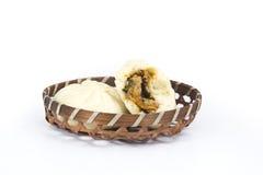 Petit pain chinois dans le panier Photo libre de droits