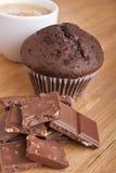 Petit pain, chocolat et café Photo stock