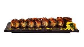 Petit pain d'Unagi Le petit pain de sushi japonais d'anguille a placé du plat en céramique en bois Dinning traditionnel du cui ja photographie stock