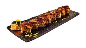 Petit pain d'Unagi Le petit pain de sushi japonais d'anguille a placé du plat en céramique en bois Dinning traditionnel du cui ja photo stock