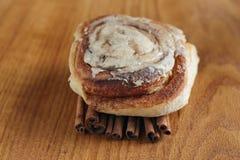 Petit pain de cannelle photographie stock