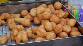 Petit pain de la pâte, fait frire et cuit à la vapeur frit Photos libres de droits