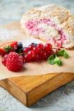 Petit pain de meringue Fond texturis? gris Beaux plats de portion Dessert Cha?ne alimentaire photo libre de droits