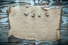 Petit pain de papier des textes sur la surface en bois de vintage Image stock