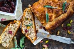 Petit pain de porc de sauge et de pistache Images stock