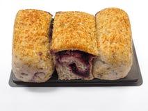 Petit pain de riz brun rempli de cerise foncée Photo stock