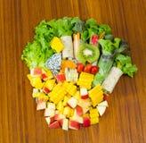 Petit pain de salade avec le fruit Photo libre de droits