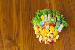 Petit pain de salade avec le fruit Photos stock