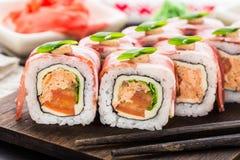 Petit pain de sushi avec le lard Images libres de droits