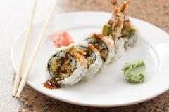 Petit pain de sushi d'avocat de Tempura de crevette Photos libres de droits