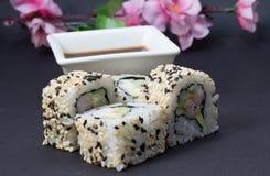 Petit pain de sushi de la Californie Image stock