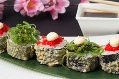 Petit pain de sushi en tempura Photo stock