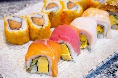 Petit pain de sushi réglé du plat photo libre de droits