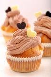 Petit pain de Valentine avec deux coeurs sur le fond blanc Photos stock