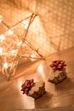 Petit pain deux avec la lumière proche d'étoile de pommes Cadeau pour le jour de valentine Photo stock