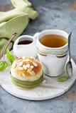 Petit pain doux avec des amandes photo stock