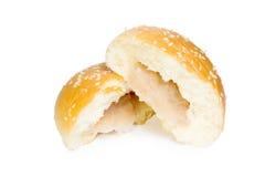 Petit pain rempli par taro avec les graines de sésame Images stock