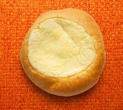 Petit pain rond de dessert de crème sure image libre de droits
