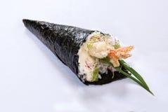 Petit pain Temaki de main de crevette rose de Tempura Photos stock
