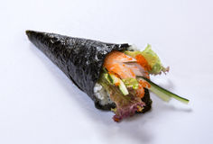 Petit pain Temaki de main de la Californie Photo libre de droits
