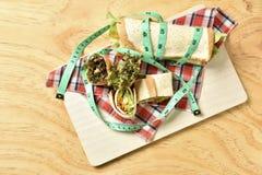 Petit pain végétal sur le fond en bois, nourriture de régime de perte de poids Photos stock