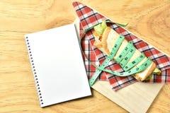 Petit pain végétal sur le fond en bois, nourriture de régime de perte de poids Photos libres de droits