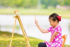 Petit painitng asiatique de fille Photographie stock libre de droits