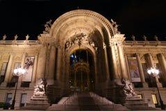 Petit Palais (liten slott) är ett museum i Paris, Frankrike arkivbilder