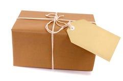 Petit paquet brun de colis, label de Manille images stock