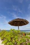 Petit pavillon sur la plage Photographie stock libre de droits