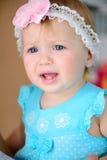 Petit pleurer de bébé photographie stock