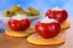 Petit poivron rouge rempli de la crème aigre Photos libres de droits
