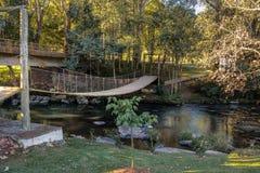 Petit pont au parc de Salto Ventoso - Farroupilha, Rio Grande do Sul, Brésil Images libres de droits