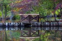 Petit pont en bois Photo stock