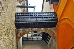 Petit pont-levis dans le château de Gradara photographie stock libre de droits