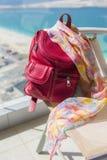Petit sac à dos rouge Photos stock
