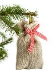 Petit sac de cadeau de Noël d'isolement sur le blanc photo libre de droits