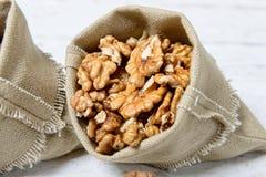Petit sac de toile avec des noix Photo libre de droits