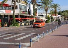 Petit taksówkarz jedzie jego samochód Marina Agadir Obraz Royalty Free