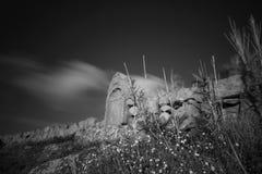 Petit tombeau chrétien à distance de granit photos stock