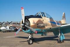 Petit vaurien de T-28 Fennec sur la voie de vol Photo stock