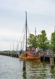 petit vieux bateau de navigation Images libres de droits