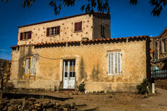 Petit village corse Girolata Photographie stock libre de droits